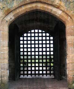 ... portcullis (castle\u0027s entrance door) ... & Untitled Document